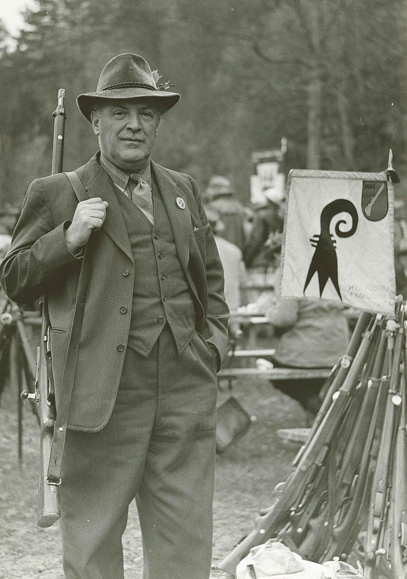Dr.h.c. Heinrich Küng am Rütlischiessen in den Fünfzigerjahren