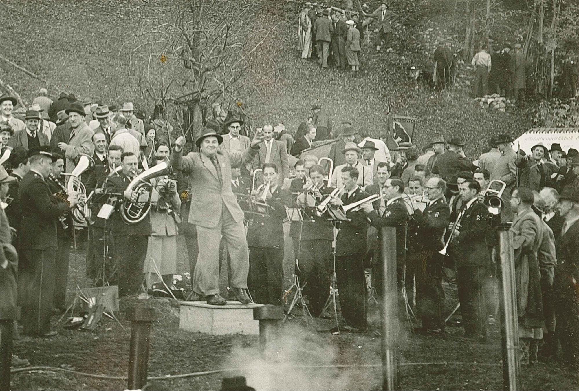 Rütli 1952 Ernst Lauer dirigiert die Blasmusik
