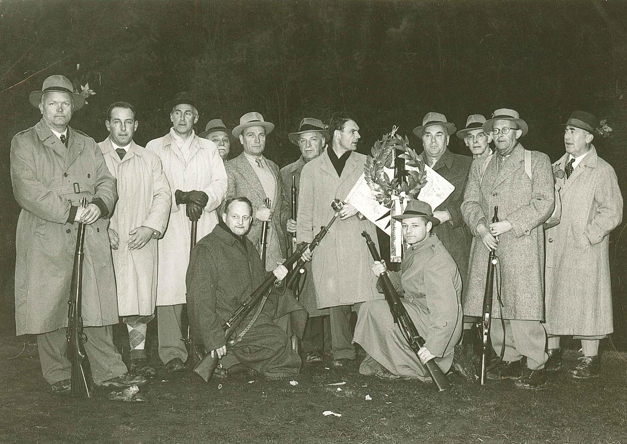Die Feuerschützen am Rütlischiessen 1956
