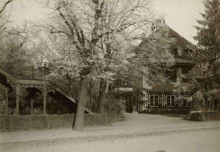 Schützenhaus mit Passerelle der Elsässerbahn um 1900