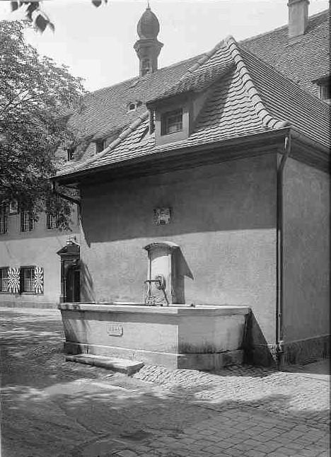 Schützenhaus um 1938 mit Brunnen von 1849