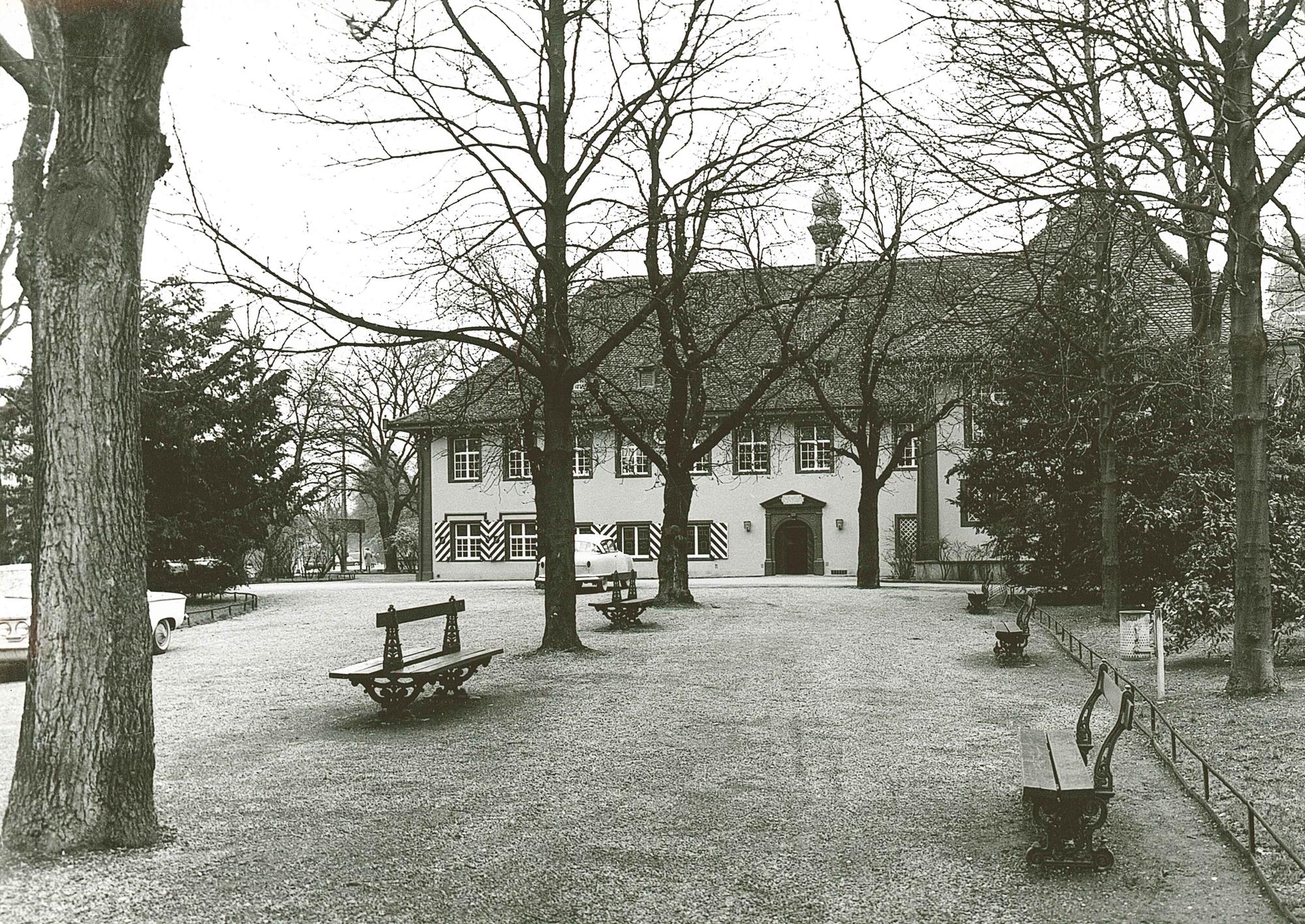 Schützenhaus mit Parkanlage