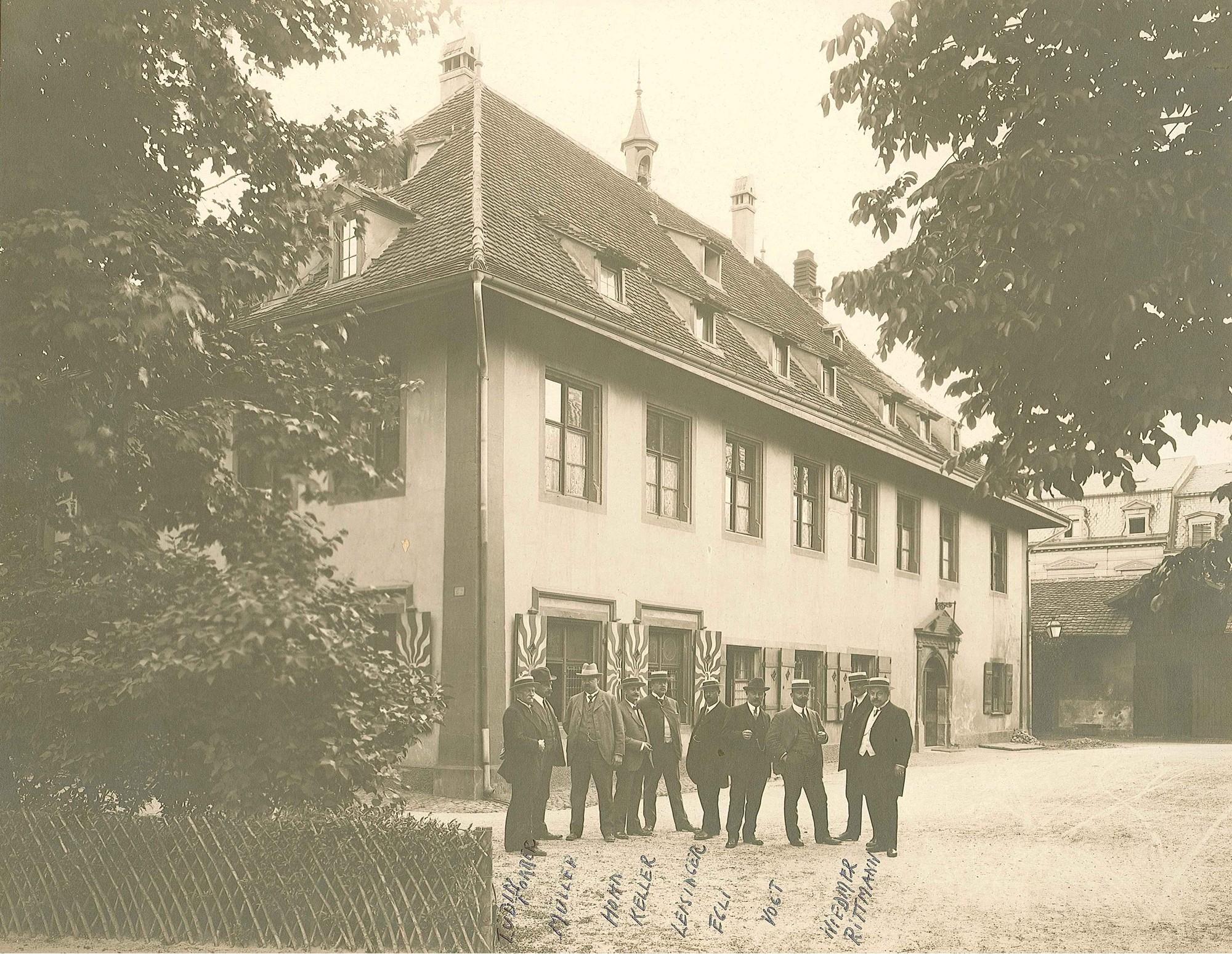Schützenhaus Nordfassade mit Feuerschützen vor Umbau 1915