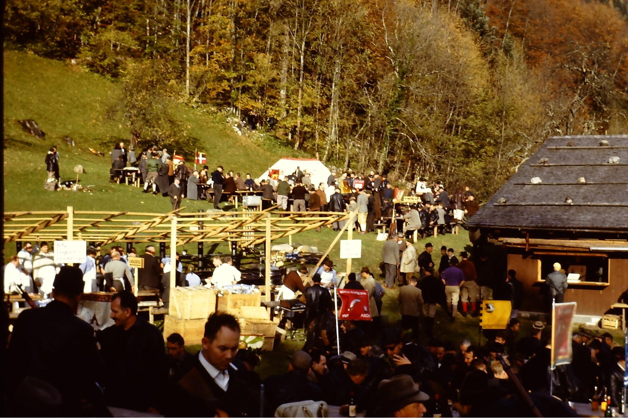 Rütliwiese mit Zelt der Stadtschützen Bern